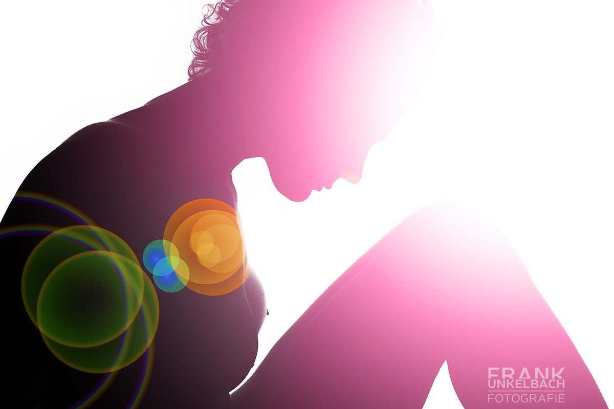 Experimenteller Akt in Form einer Silhouette mit Lens Flares (Experimentelles)