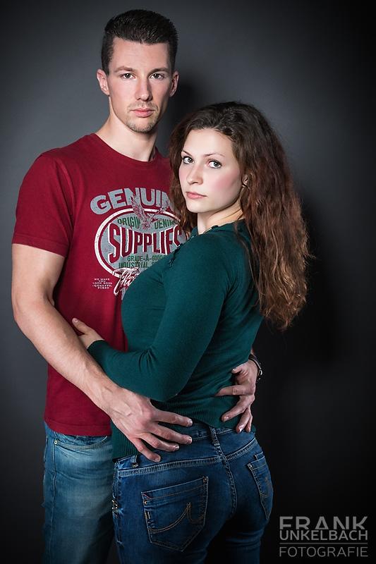 Mann und Frau in einer Umarmung (People)