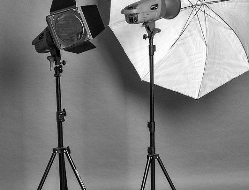 Fotostudio: Lichtformer – Farbfolie und Schirm