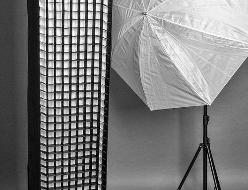 Fotostudio: Lichtformer – Striplight und Schirm