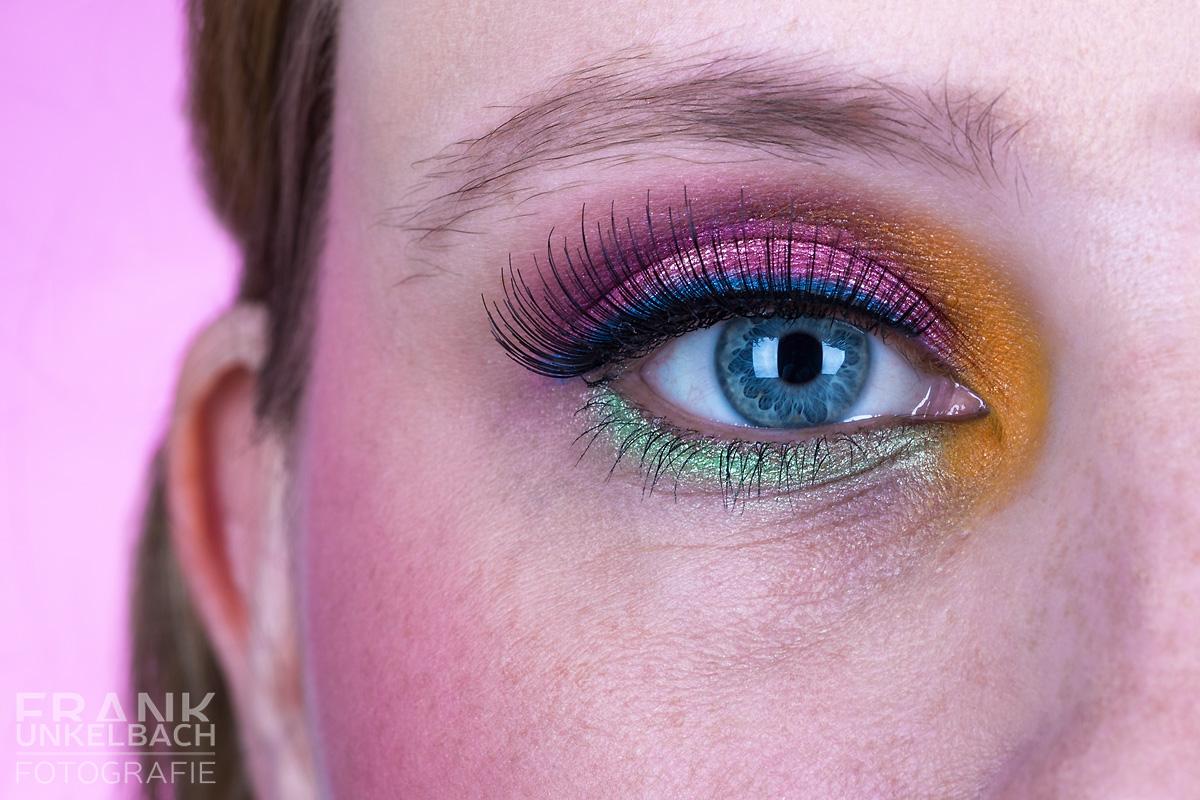 Bunt geschminktes Auge (Portrait)