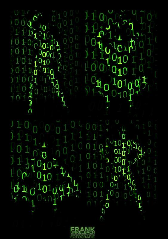 Nackte Frau wird in verschiedenen Posen von einem Binärmuster im Matrix-Stil angeleuchtet.